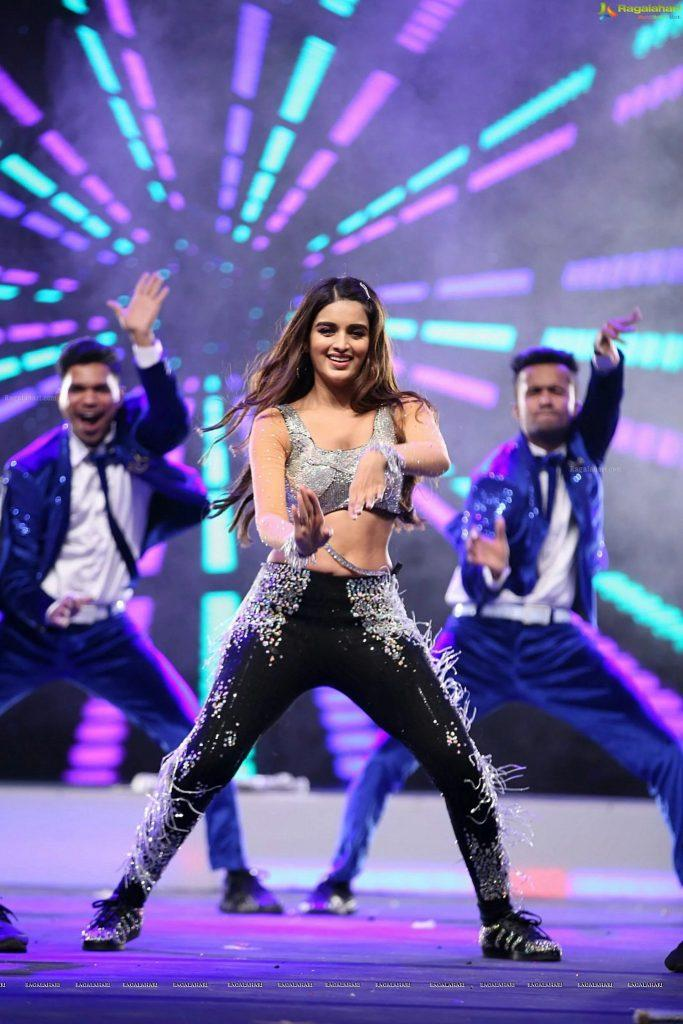 Nidhhi Agerwal siima awards 2019 dance