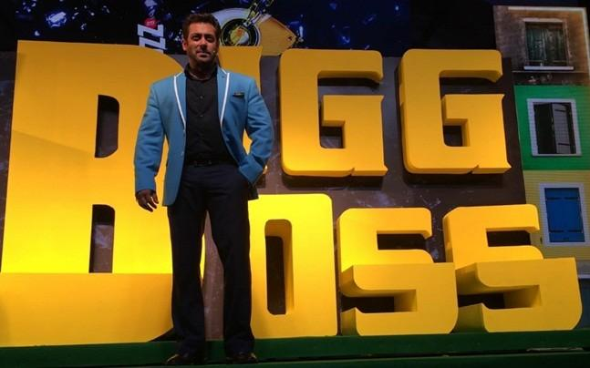 Bigg Boss 13: Salman Khan introduces Hina Khan as Supermarket manager