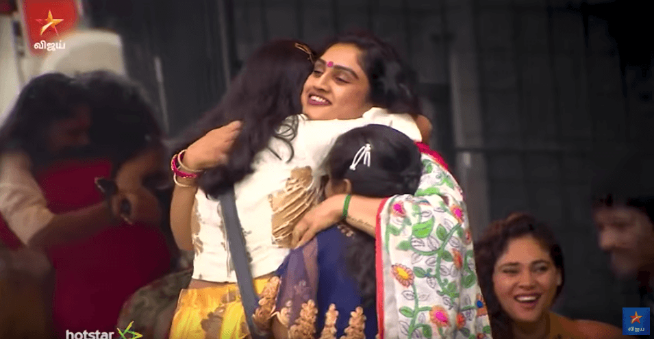 vanitha hugging her daughters bigg boss