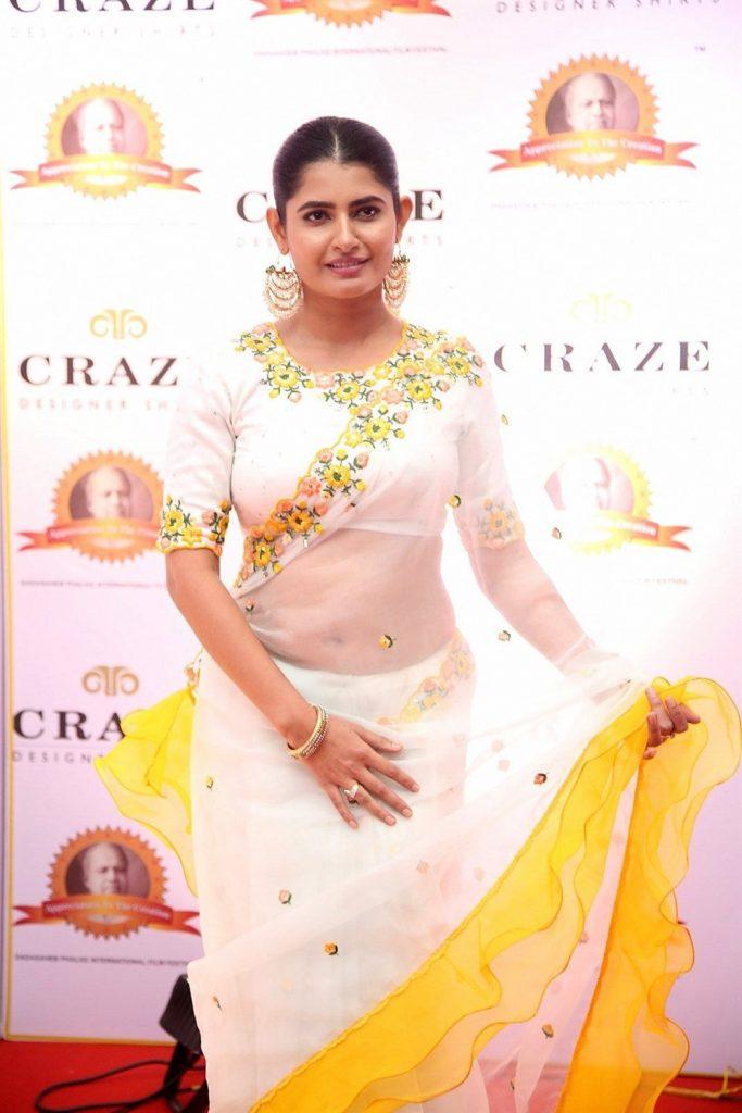 ashima narwal sexy saree photo 2
