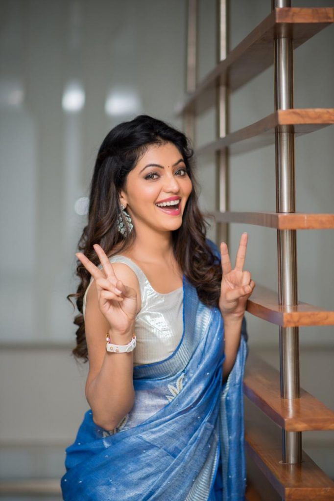 Athulya ravi blue saree hot
