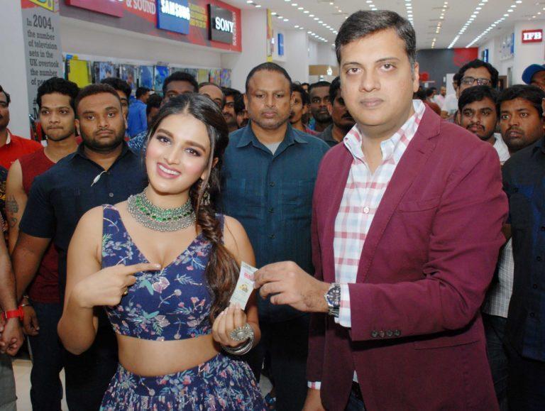 nidhhi agerwal bajaj electronics event 2019