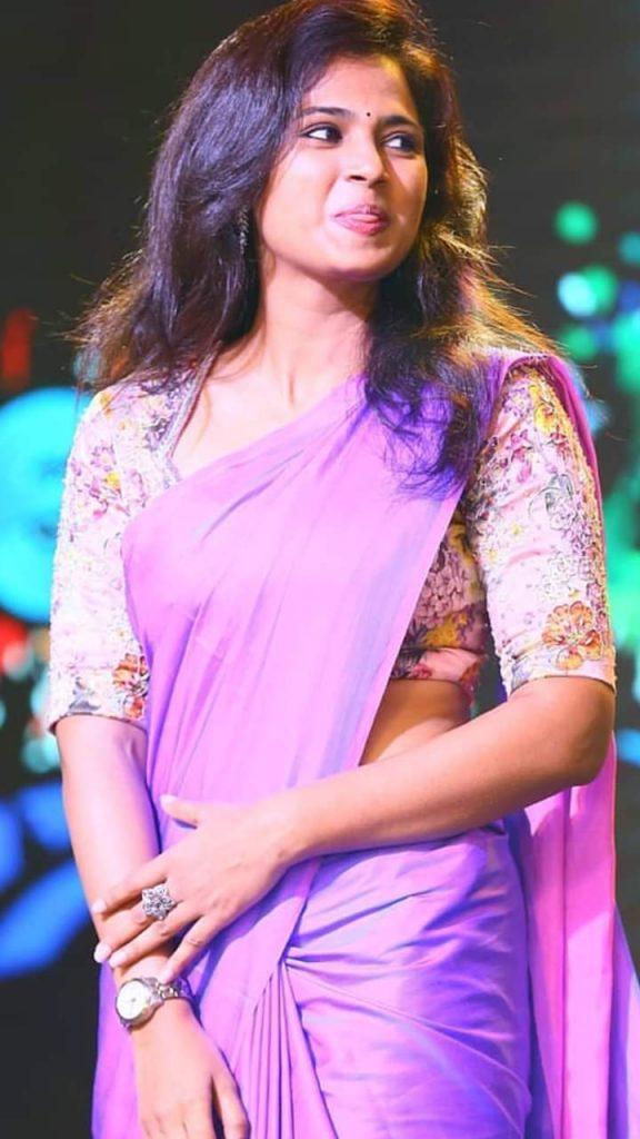 ramya pandian violet saree photos