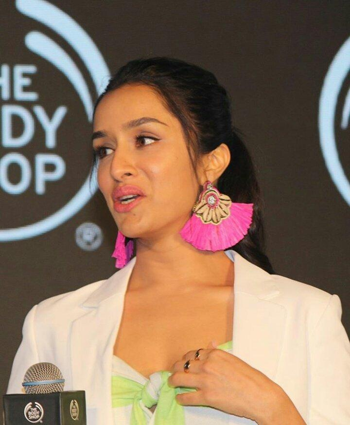 shraddha kapoor body shop 4