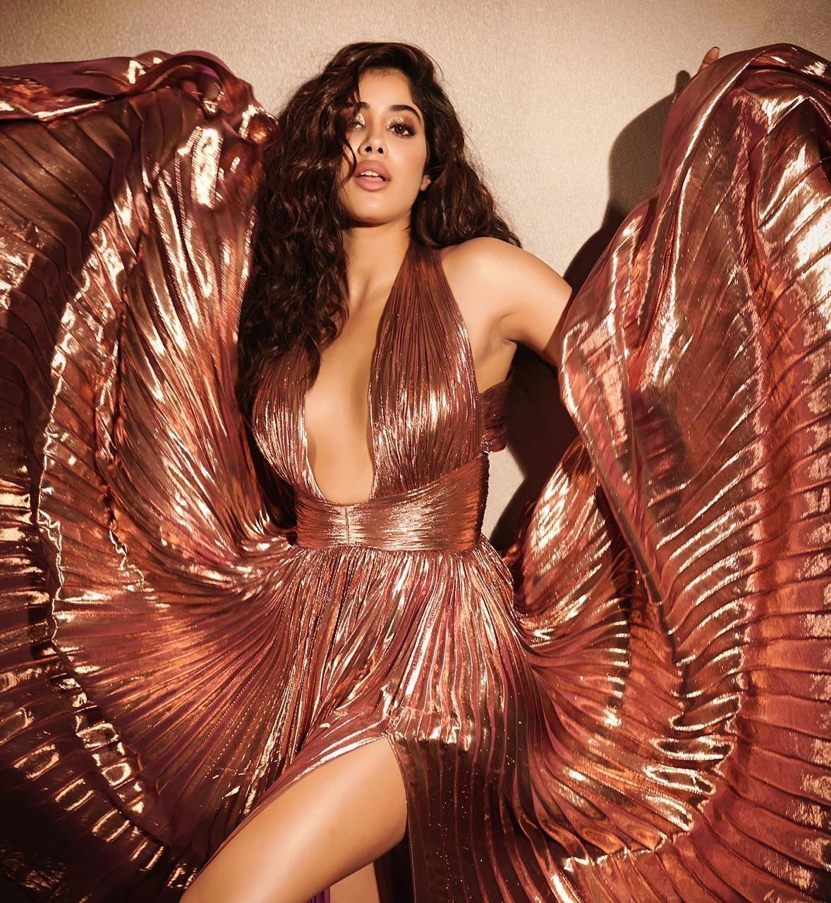 Janhvi Kapoor sexy photos elle awards 2019