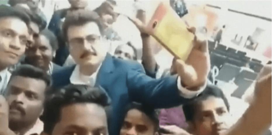 ajith kumar selfie with fans