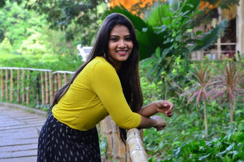 dhivya dhuraisamy hot photos