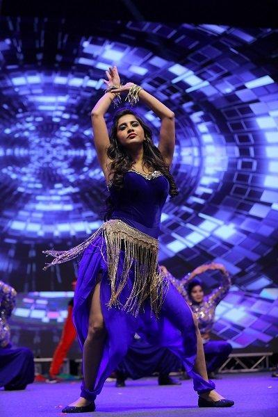 nabha natesh dance santhosham awards