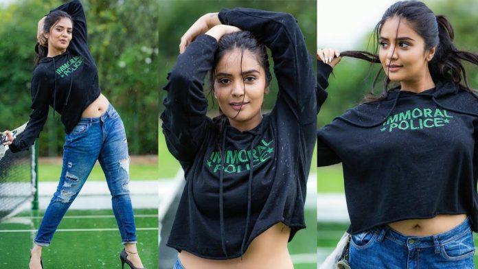 sreemukhi belly dance bigg boss telugu