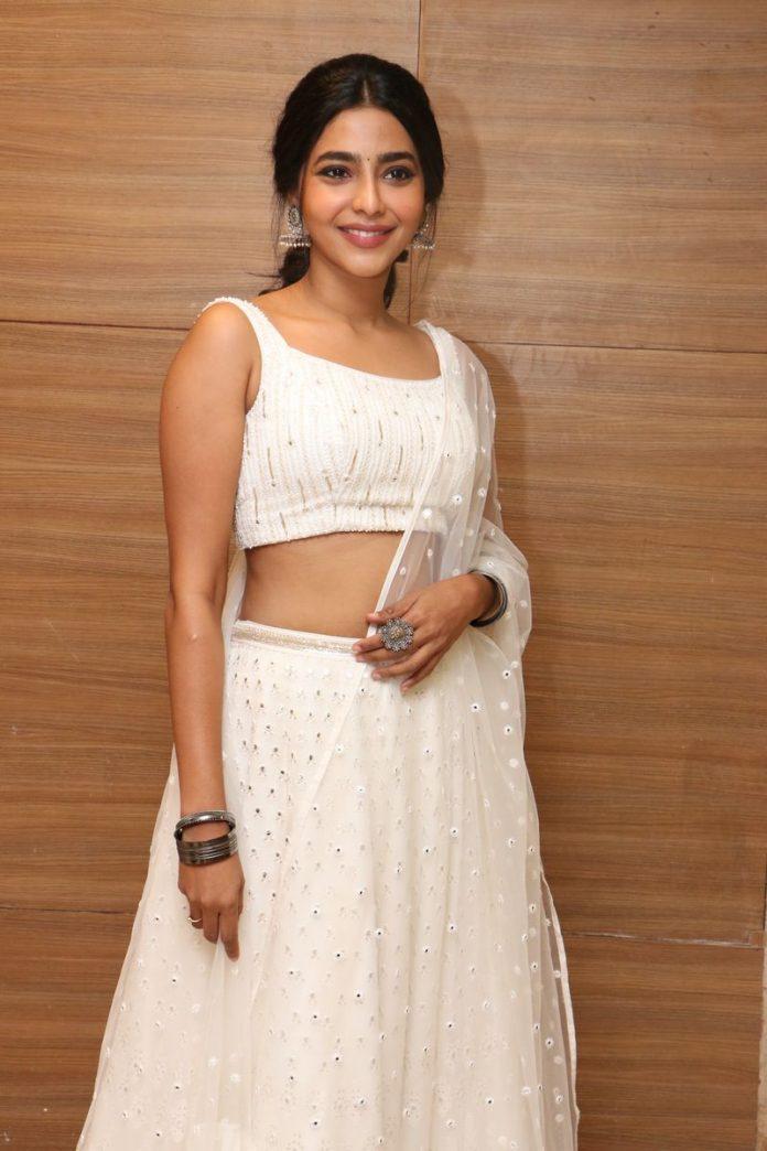 Aishwarya Lekshmi sexy photos