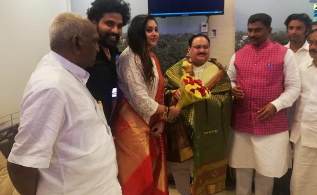 namitha joins bjp
