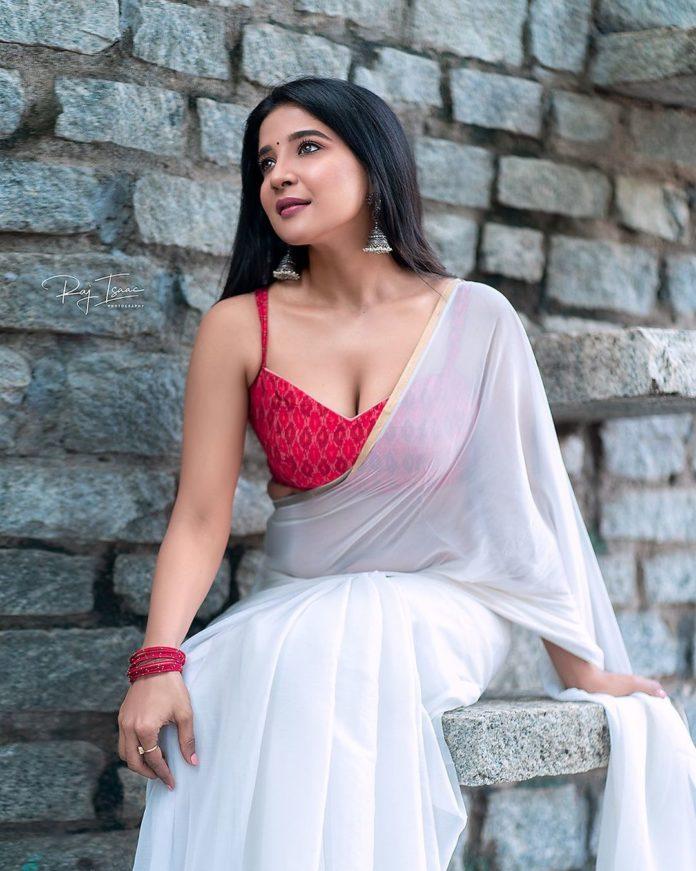 Sakshi Agarwal glamorous