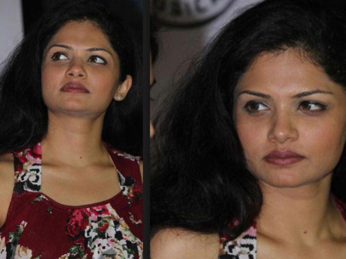 Actress Anuya Cook with comali 3